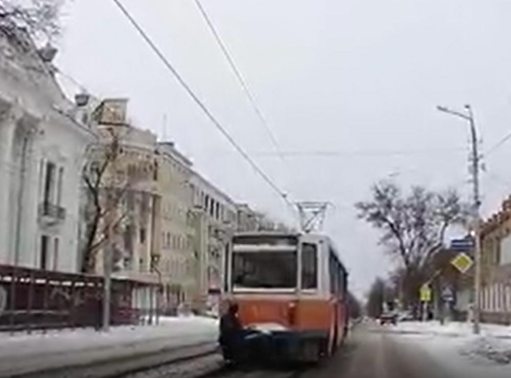 Таганрогский блогер предложил солидолом бороться с трамвайными зацеперами