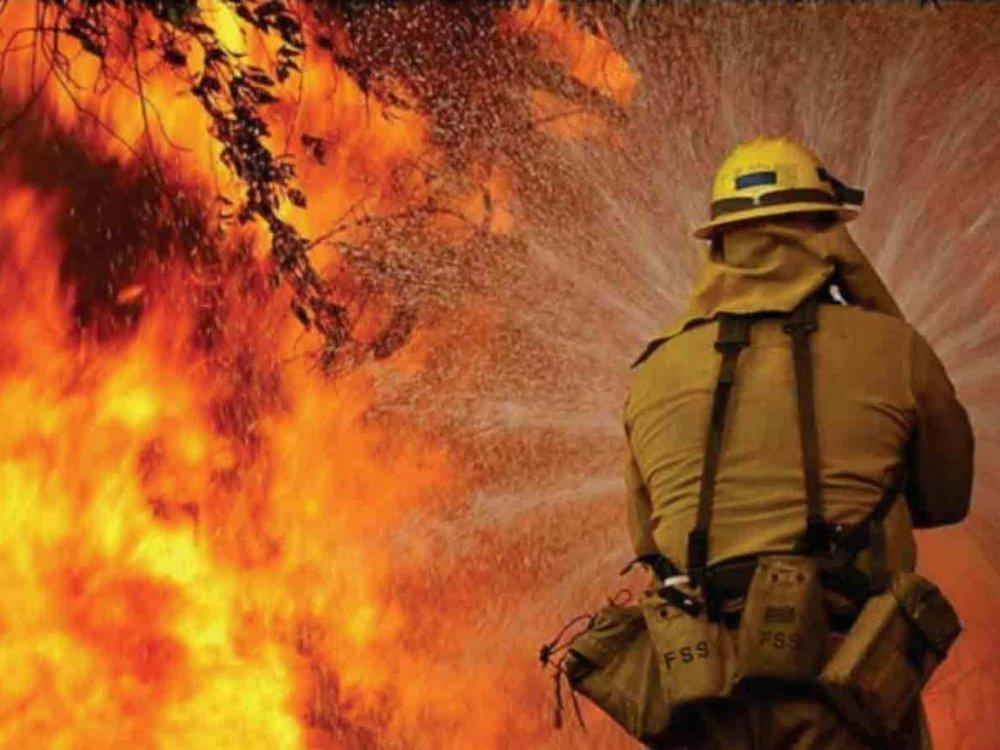 В Таганроге горят бесхозные здания