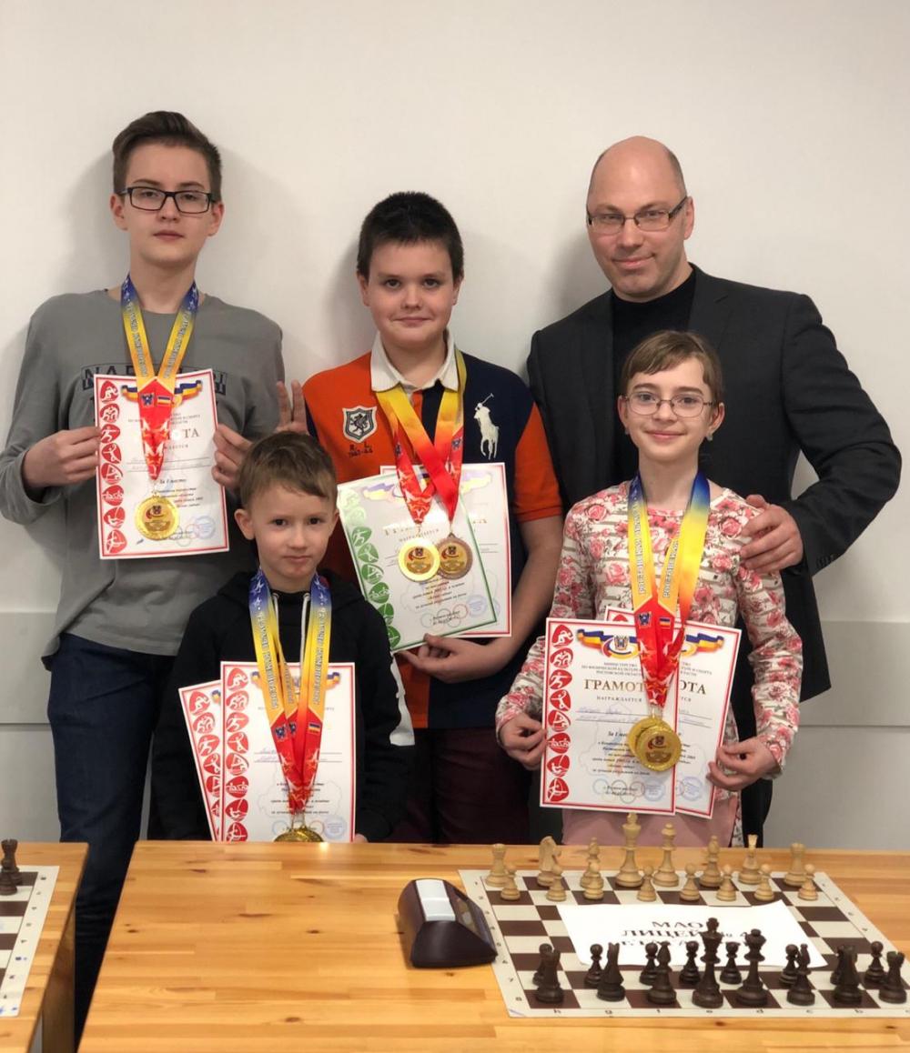 Таганрогские дети победили в областных соревнованиях по шахматам
