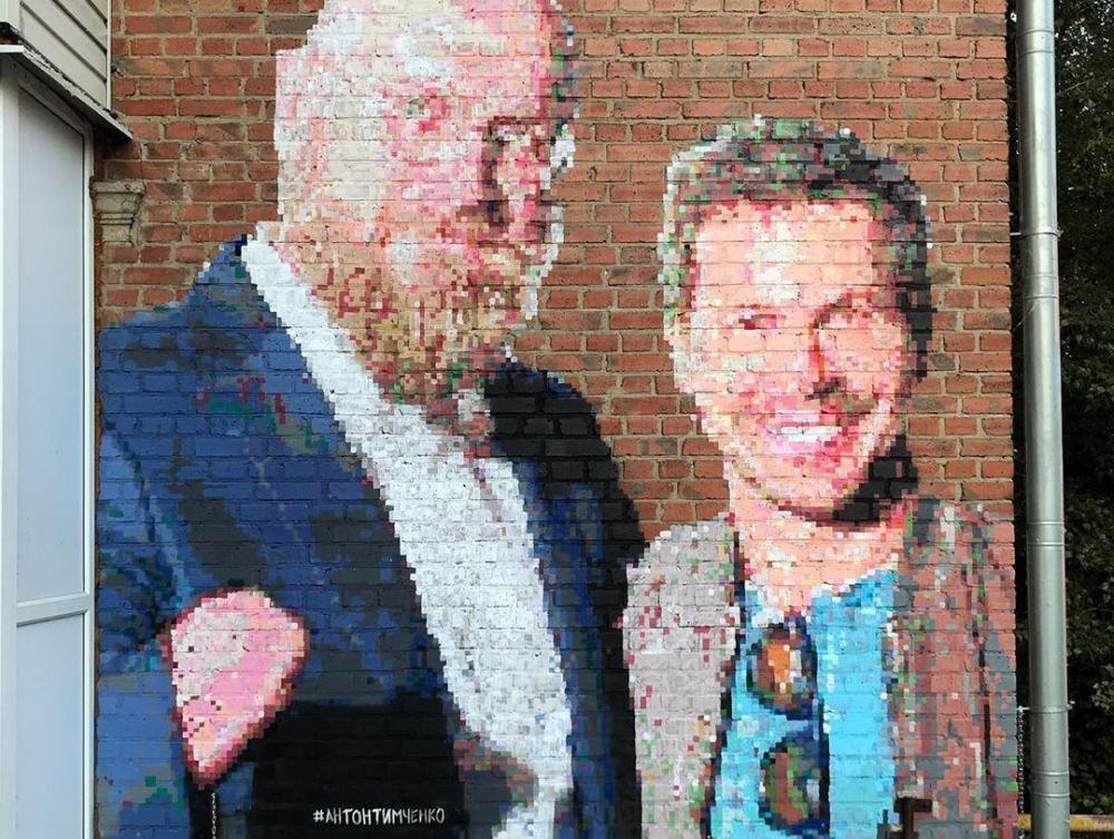 Таганрогский художник Антон Тимченко написал общий портрет Бурлакова и Деревянко