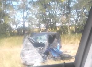 Под Таганрогом в лоб столкнулись два автомобиля