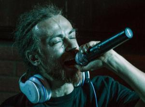 «Затухаяющая» публика вызвала «праведный» гнев у Децла в адрес «не ростовчанина» Басты на видео