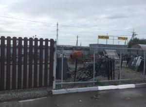 В Таганроге незаконно занявшему землю кладбища предпринимателю А.Сычеву вручили портфель директора