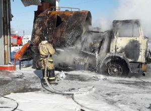 В Таганроге заполыхала огнем заправка «Лавр»