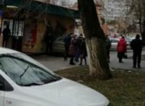 Автохамы, не робея и не краснея, паркуются на тротуарах Таганрога
