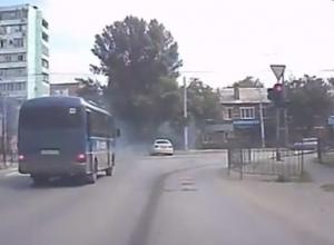 «Танцы» на проезжей части Таганрога попали на камеру видеорегистратора
