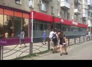 Юные попрошайки продолжают работать на улицах Таганрога