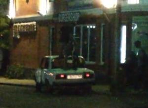 Подростки-вандалы в Таганроге надругались над отечественным автомобилей
