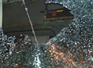 От бутылки, брошенной в окно трамвая, в Таганроге пострадал подросток