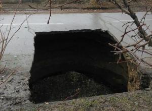 Администрация Таганрога: рухнувший коллектор на улице Шило - это сгнившая рухлядь из прошлого века