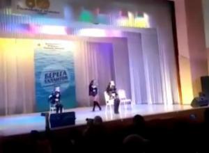 Участницы детского конкурса «Берега талантов» исполнили эротический танец в Таганроге
