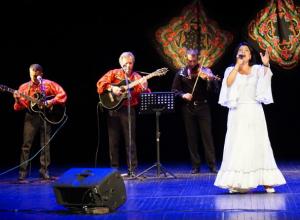 В театре им Чехова в Таганроге  пели и плясали цыгане