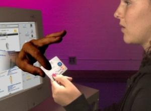 Таганрожцам посоветовали остерегаться  мошенников, орудующих в сетях сотовой связи и интернете