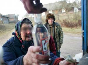 Испражняющиеся в центре Таганрога пьяные бомжи довели до белого каления горожан