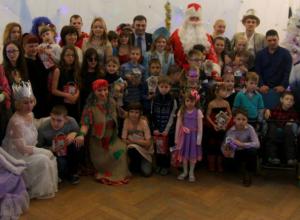 Депутат организовал представление для детей с ограниченными возможностями