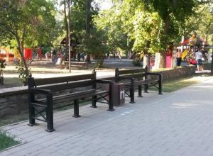 Таганрожец, размышляя о прекрасном, возмутился уродству лавочек и урн в парке им. Горького