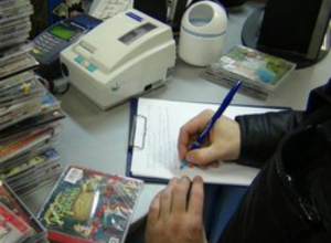 Полмиллиона рублей на продаже CD и DVD дисков украл у правообладателей пират из Таганрога