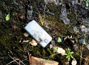 В сквере Таганрога молодая девушка украла дорогой телефон