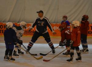 «Белые молнии» одержали победу в соревнованиях по хоккею с шайбой в Таганроге