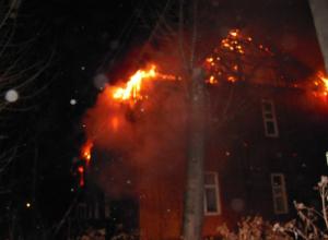Десять спасателей  тушили ночью пожар на Нижней улице в Таганроге