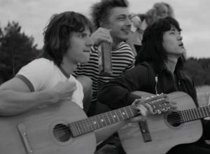Песня из кинофильма «Лето»,  исполненная таганрожцем Ромой Зверем, становится хитом
