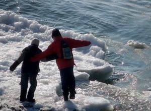 Таганрогских рыбаков предупреждают – на льду не рыбачить