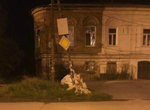 В центре внимания в Таганроге стал одинокий столб в окружении свалки