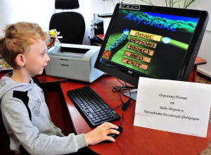 Владимир Путин подарил 9-летнему мальчику из Матвеево-Курганского района компьютер