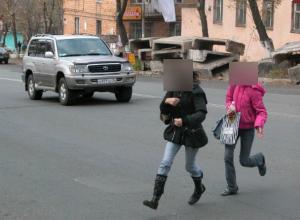 Бросаться под машины ради забавы стали бесстрашные подростки Таганрога