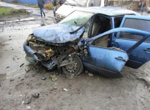 Выскочивший на встречку водитель такси погиб в лобовом ДТП с самосвалом в Таганроге