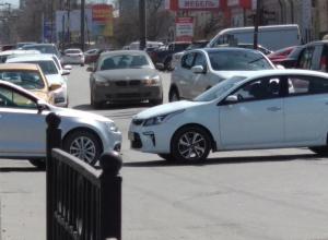 Два водителя не поделили дорогу в Таганроге