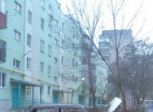 В Таганроге злоумышленники подожгли автомобиль стоящий на газоне