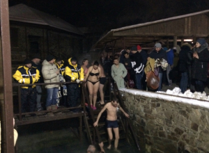 Тысячи таганрожцев в крещенскую ночь  окунулись в источниках