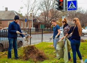 Активисты собрали на детской площадке 50 мешков мусора