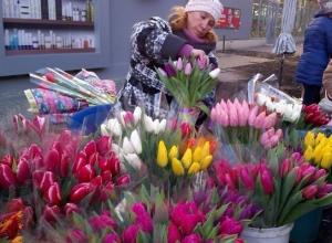 Таганрогские мужчины предпочитают дарить своим женщинам бюджетные букеты