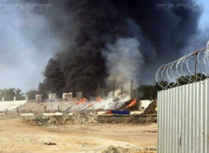 Мощный пожар охватил стадион Торпедо в Таганроге