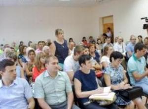 Алексей Махов выслушал жалобы жителей Приморского территориального управления
