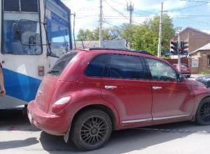 В Таганроге трамвай протаранил малолитражку