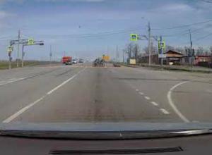 Лихой мотоциклист свалился с железного коня на перекрестке в Таганроге