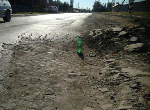 На огромную яму уже полгода никто не обращает внимание в Таганроге