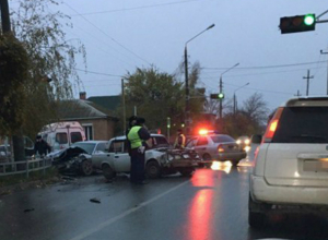 Водитель «Жигулей» умер в машине скорой помощи после серьезной аварии в Таганроге