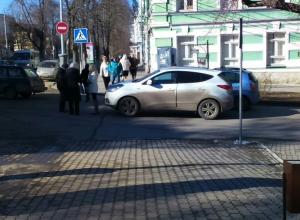 В Таганроге автоледи сбила двух пешеходов на «зебре»