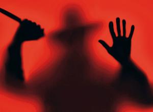 Подозрительный мужчина преследует девушек в Таганроге