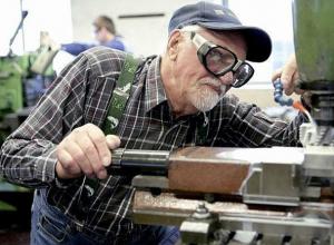 Взятые кредиты заставляют работать каждого пятого пенсионера Дона