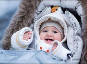 Нерадивая мамаша, бросившая ребенка у магазина, вызвала у жителей Таганрога возмущение