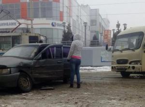 Невнимательный водитель в Таганроге спровоцировал ДТП с маршруткой
