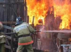 В Таганроге случился пожар в летней кухне
