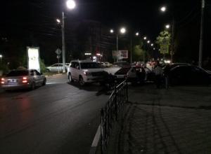В Таганроге «ВАЗ» и иномарка не заметили друг друга на дороге