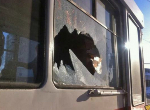 Хулиганы, бросившие в трамвай  бутылку, задержаны в Таганроге