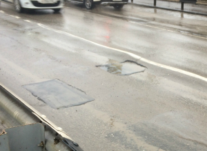 Коммунальщики борются с обильными осадками и «прославляют» Бакинский мост